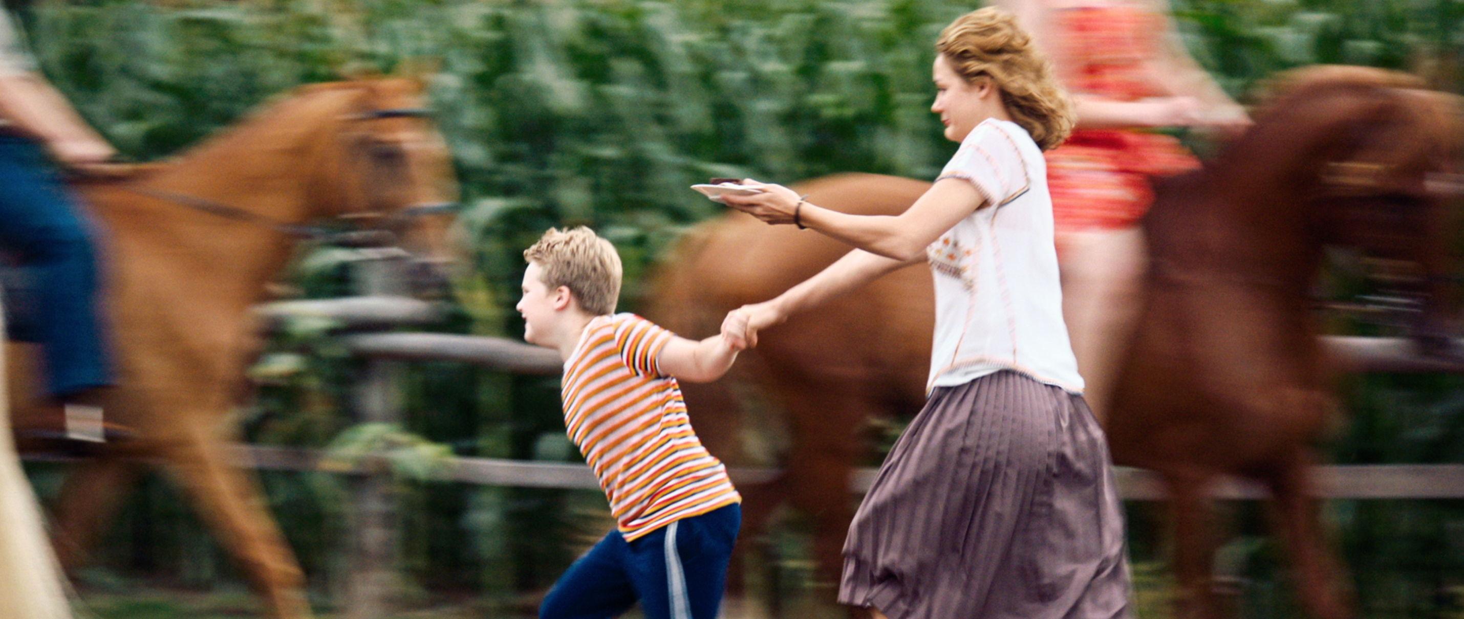 Der Junge muss an die frische Luft - all about me - Hape (Julius Weckauf) und seine Mama Margret (Luise Heyer) - Regie Caroline Link - Kamera Judith Kaufmann