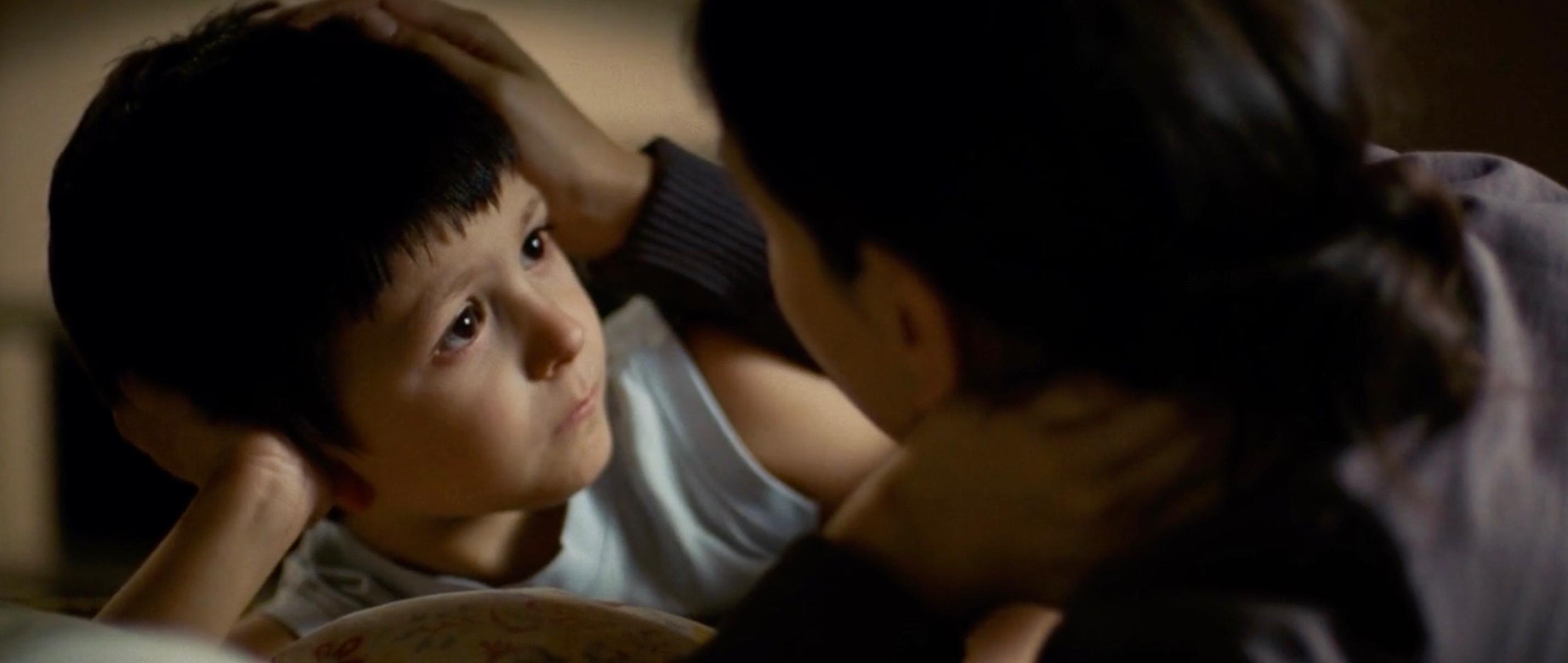 Die Fremde - Umay (Sibel Kekilli) mit Sohn Cem (Nizam Schiller) - close up - Regie: Feo Aladag - Kamera Judith Kaufmann