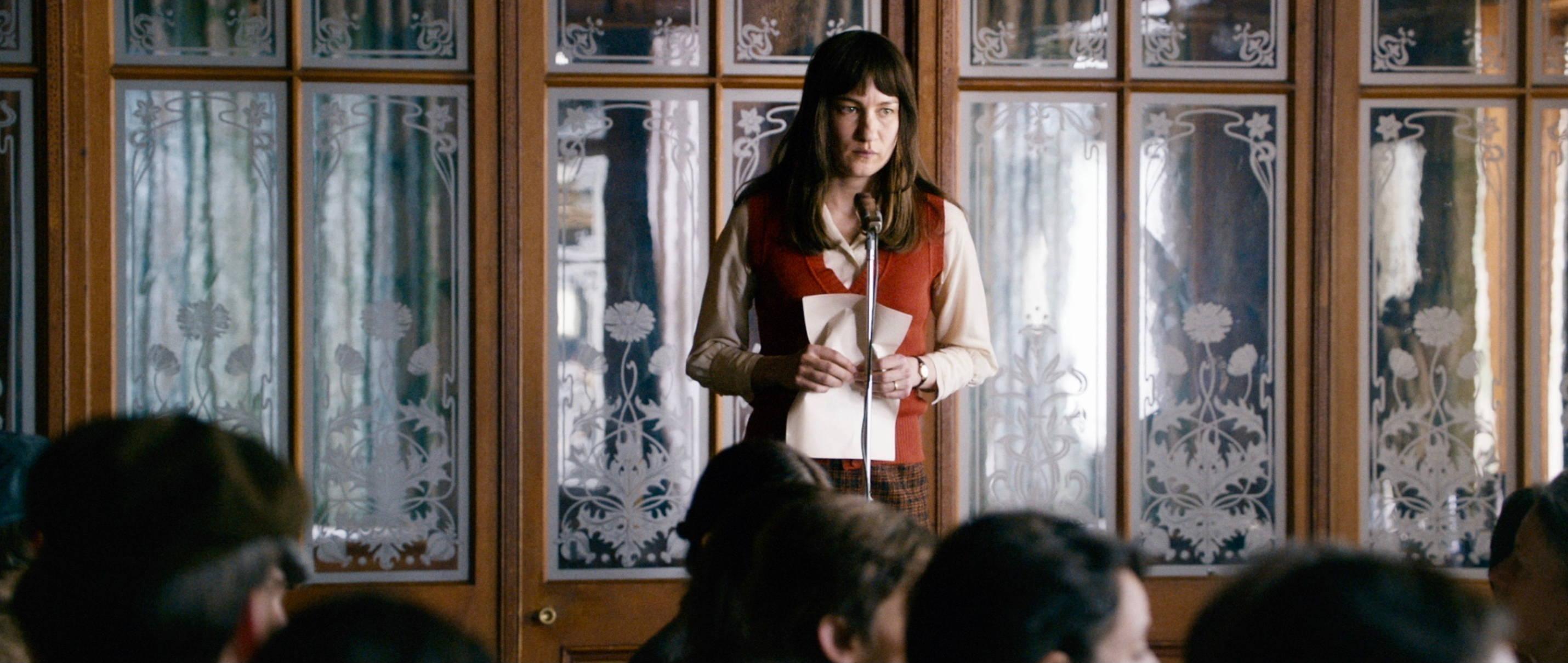 Die göttliche Ordnung - The Divine Order - Nora hält eine Rede - Regie Petra Volpe - Kamera Judith Kaufmann