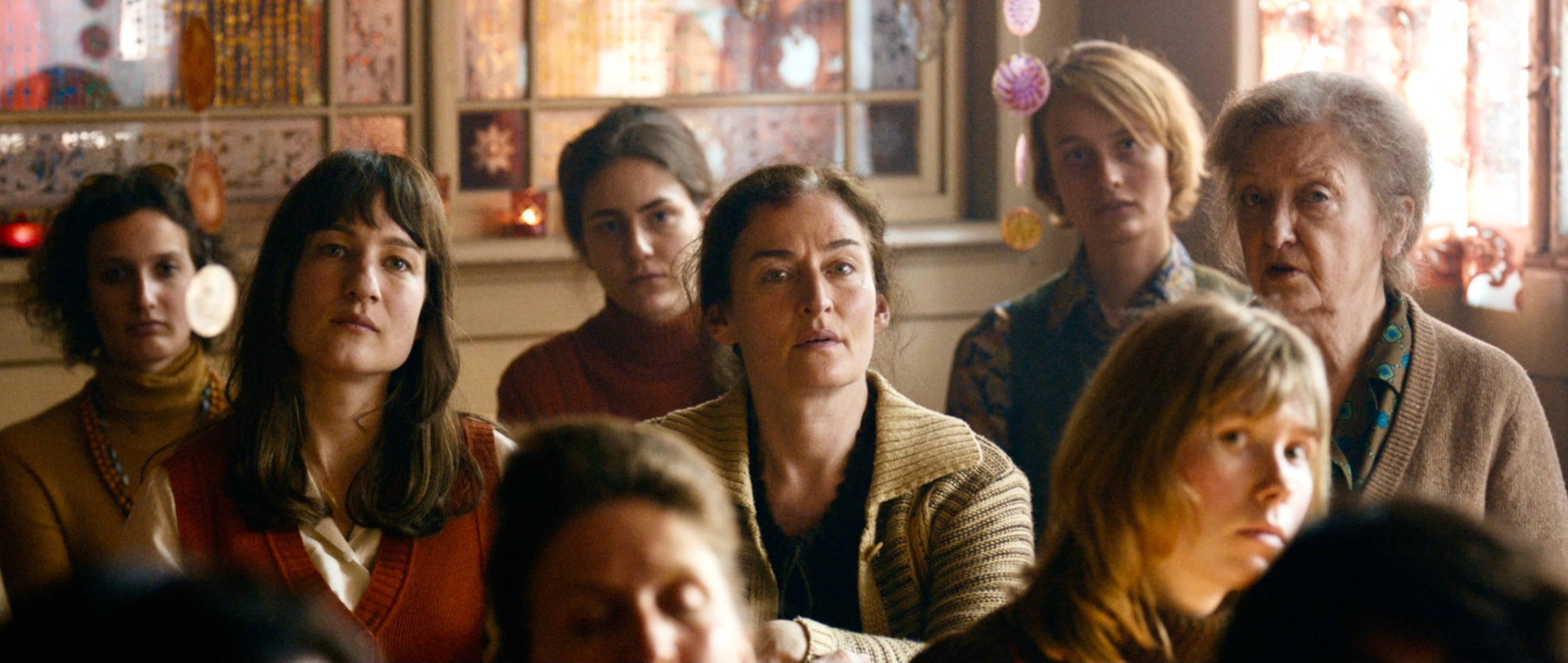 Die göttliche Ordnung - The Divine Order - Nora und die Dorffrauen beim Workshop - Regie Petra Volpe - Kamera Judith Kaufmann