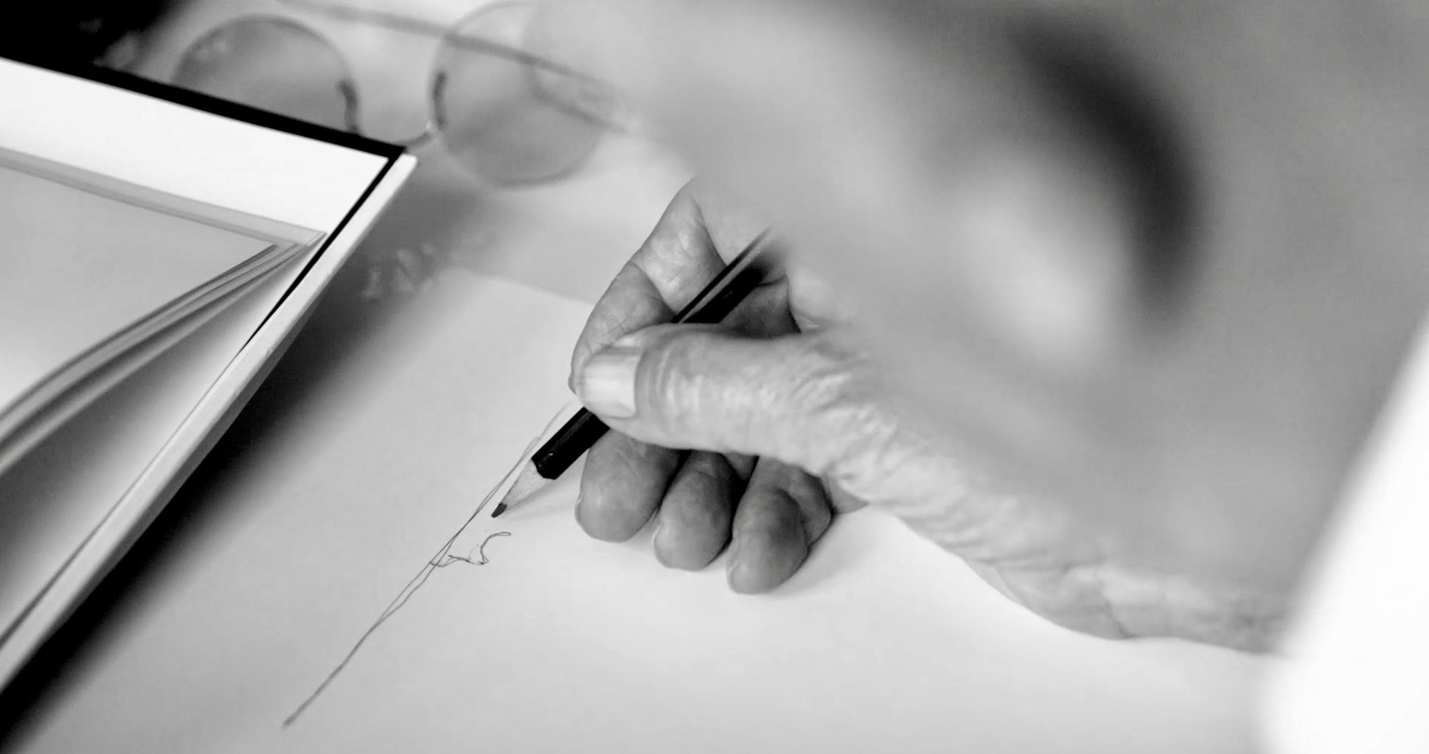 Die neue Nationalgalerie - Mies van der Rohe beim Zeichnen - Bild aus dem Dokumentarfilm von Ina Weisse - Kamera Judith Kaufmann