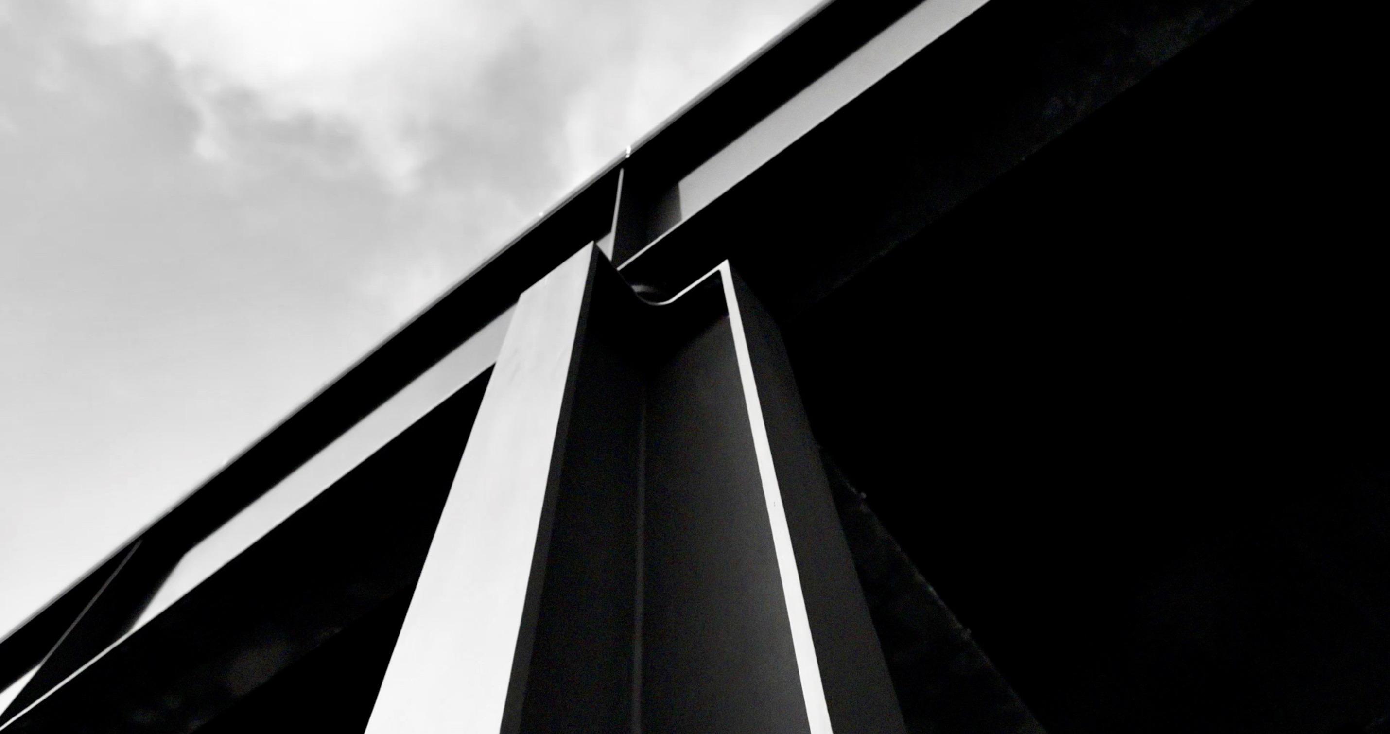 Nahaufnahme der Stahlkonstruktion der neuen Nationalgalerie - aus dem Dokumentarfilm von Ina Weisse - Kamera Judith Kaufmann