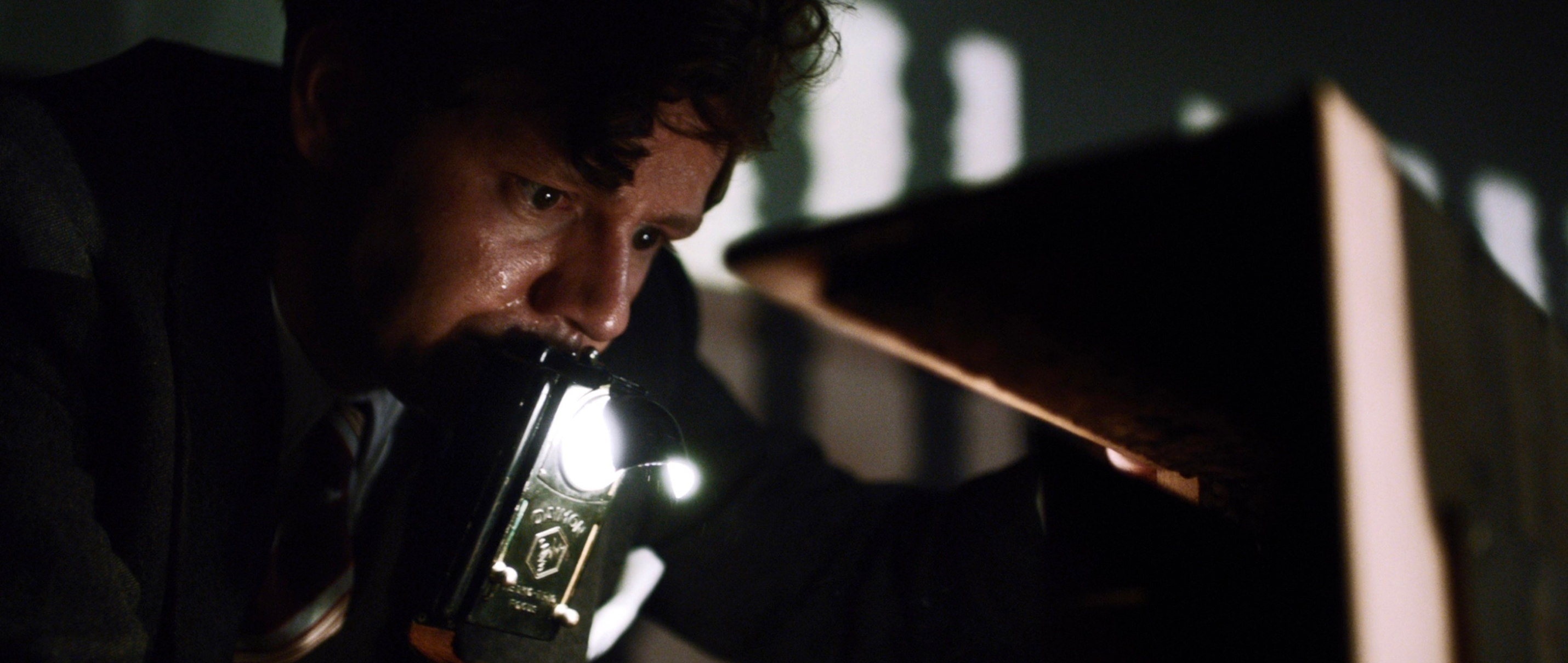 Elser - 13 Minutes - Georg Elser schweißgebadet beim Verhör - Regie Oliver Hirschbiegel - Kamera Judith Kaufmann