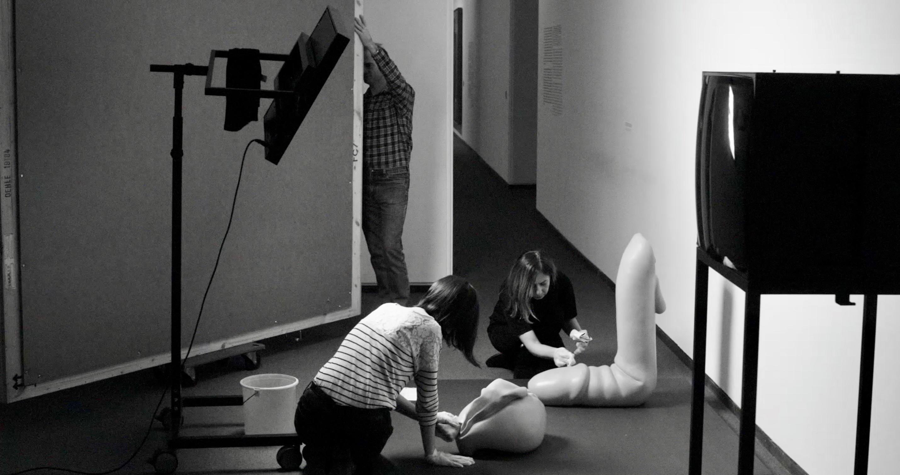 Bild der Generalsanierung der neuen Nationalgalerie aus dem Film von Ina Weisse - Kamera Judith Kaufmann