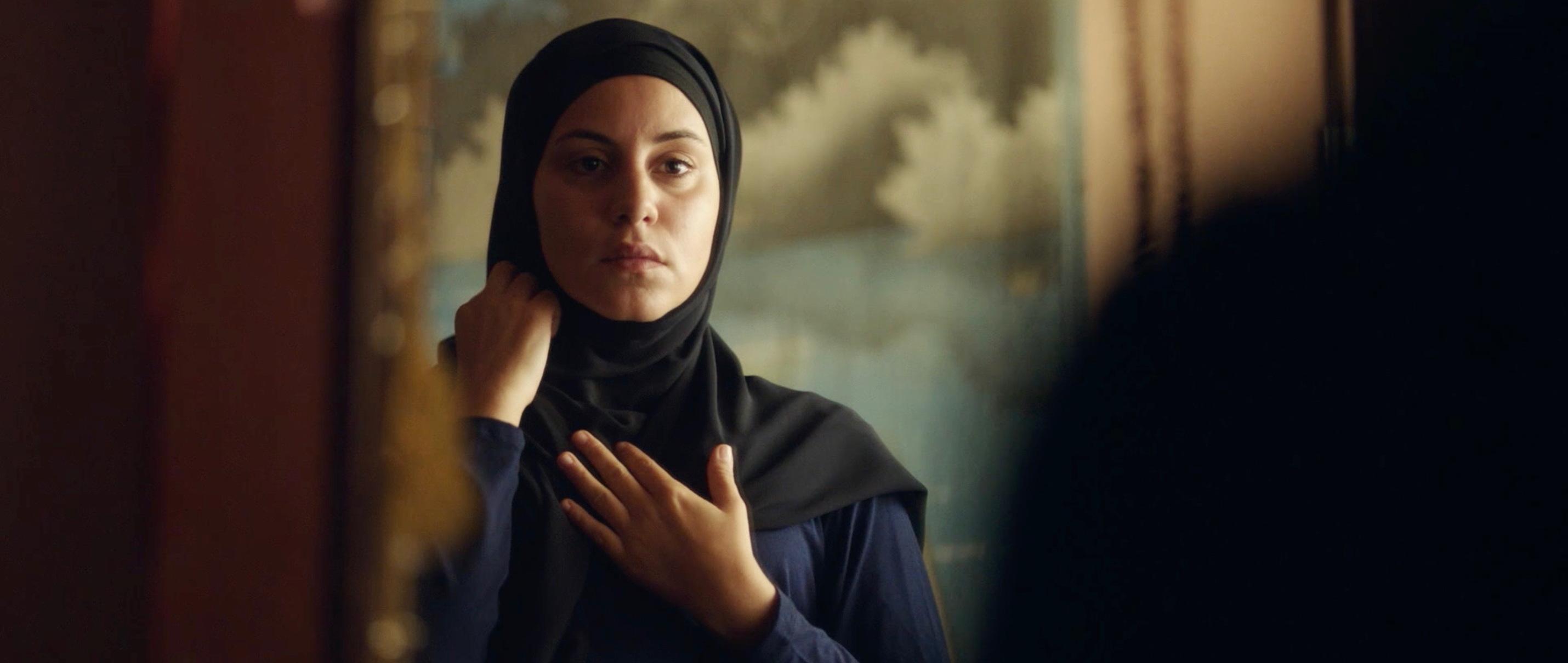 Nur eine Frau - A Regular Women - Aynur mit schwarzem Kopftuch - Regie Sherry Hormann - Kamera Judith Kaufmann