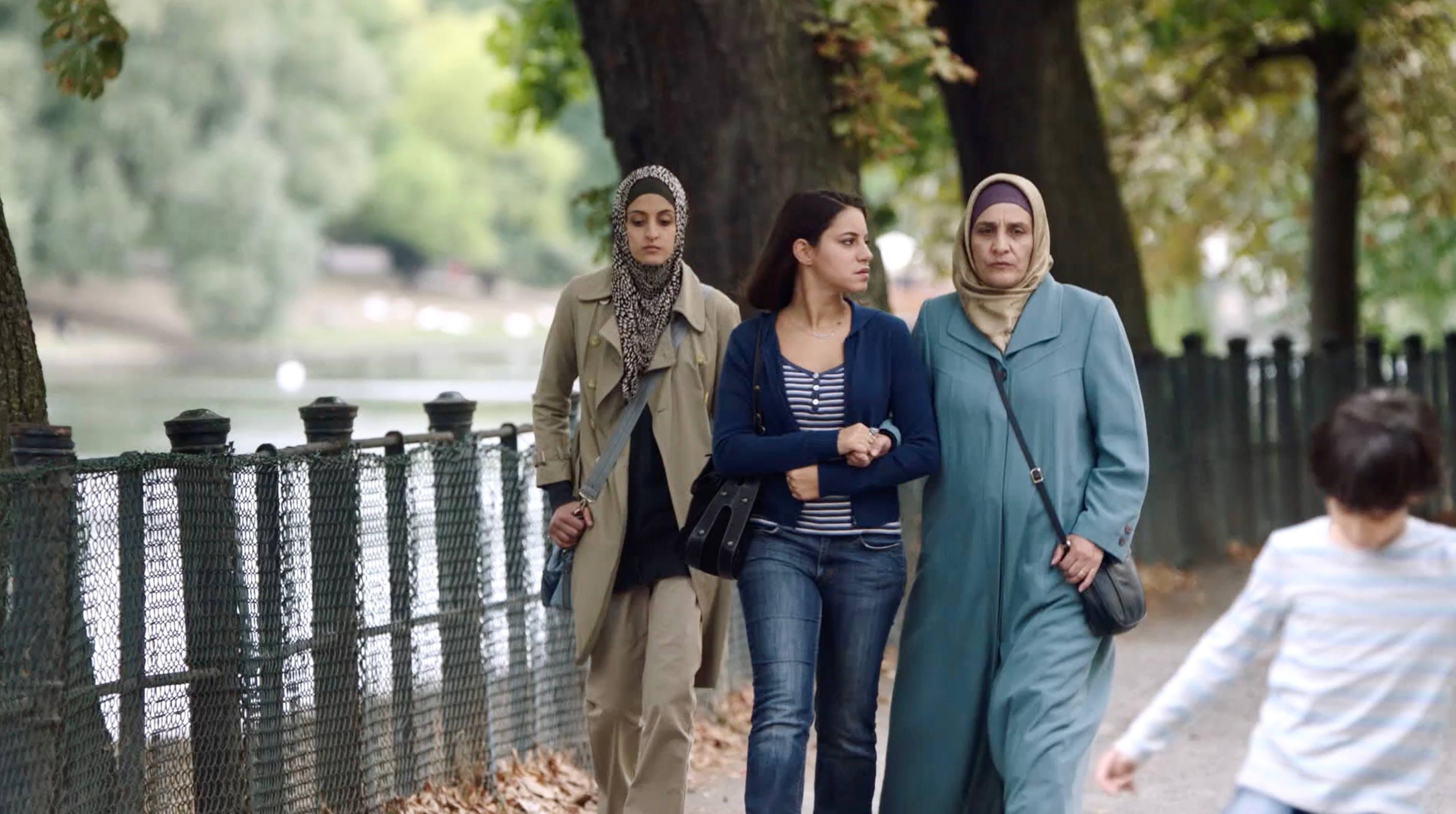Nur eine Frau - Aynur und Can treffen heimlich ihre Mutter und Schwester - Regie Sherry Hormann - Kamera Judith Kaufmann