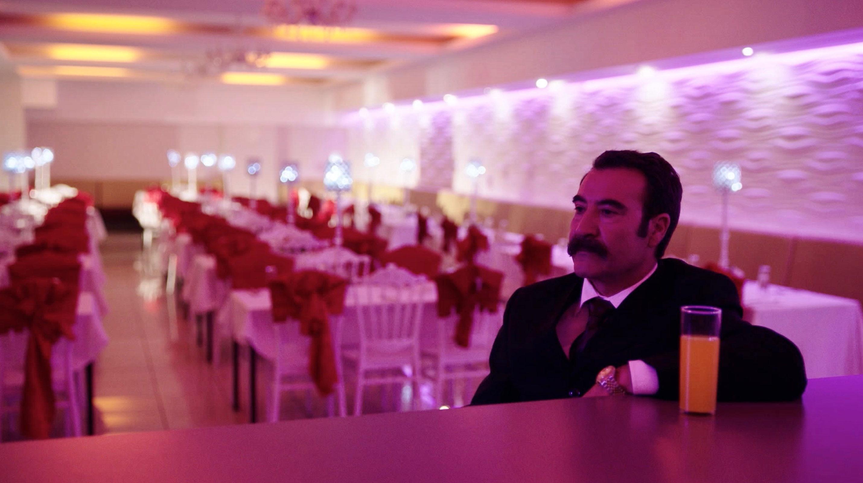 Nur eine Frau - A Regular Women - Aynurs Vater Rohat (Mürtüz Yolcu) - Regie Sherry Hormann - Kamera Judith Kaufmann