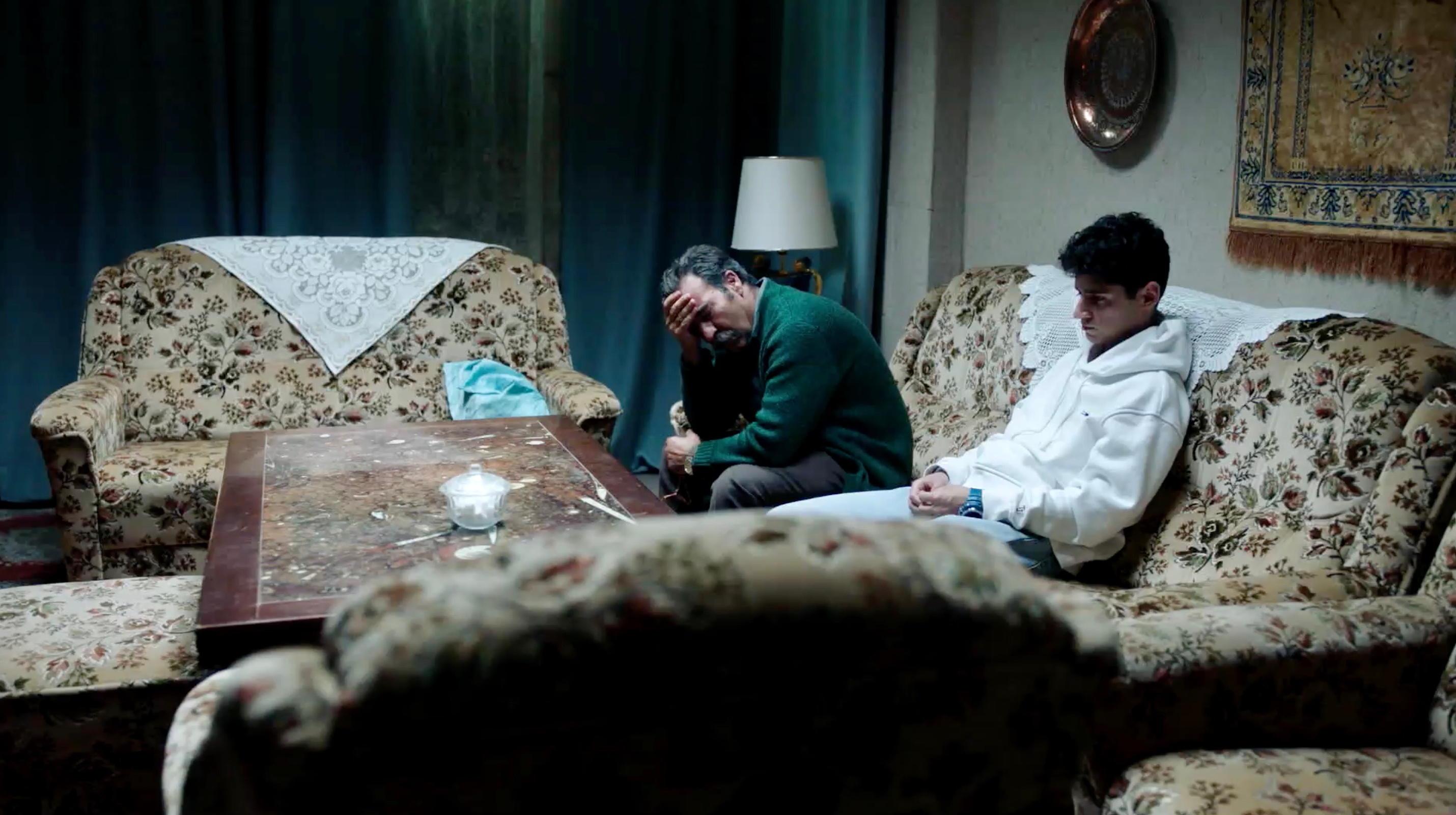 Nur eine Frau - A Regular Women - Aynurs Vater und ihr Bruder Nuri - Regie Sherry Hormann - Kamera Judith Kaufmann