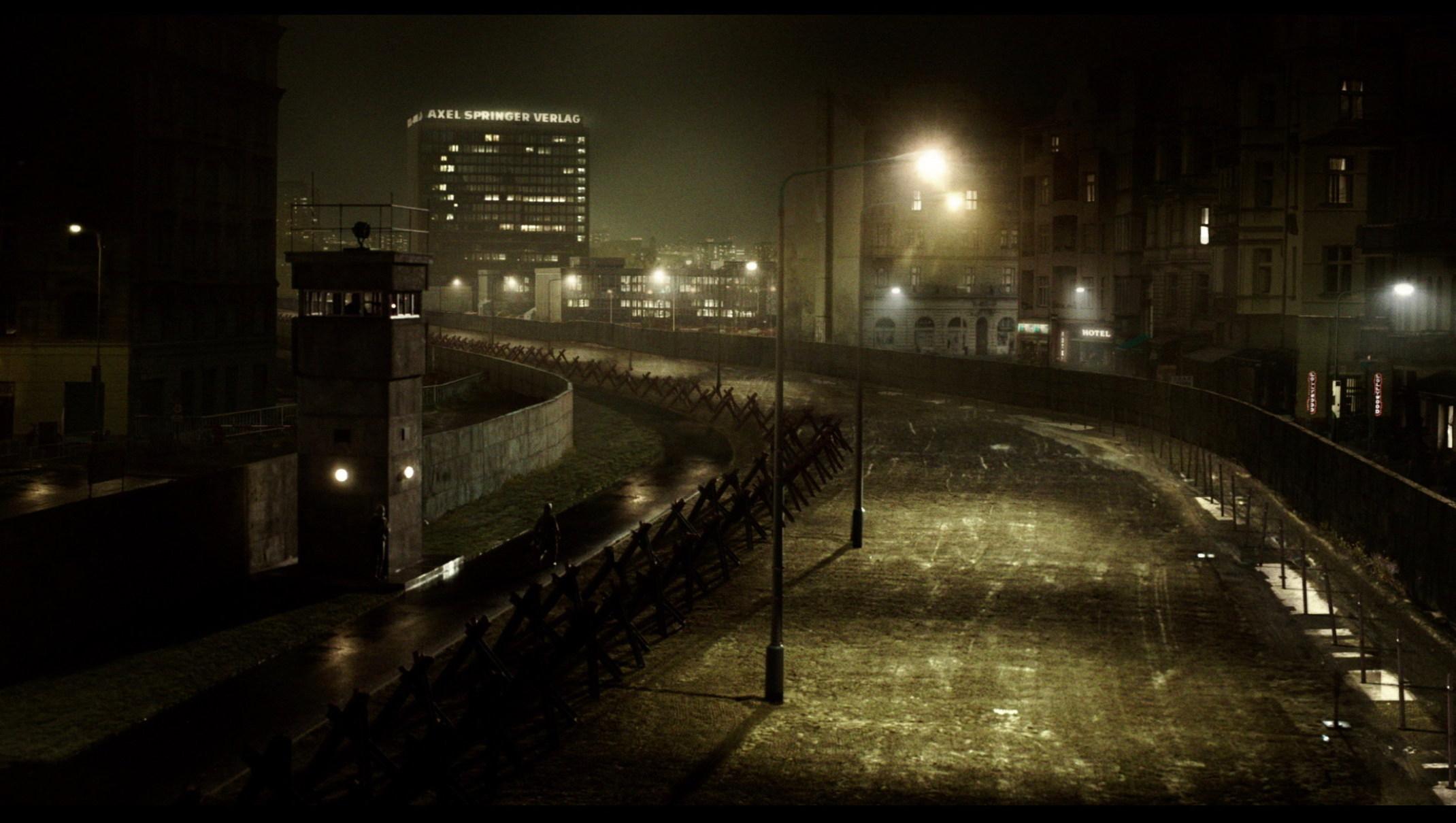 the same sky - Der Gleiche Himmel - Regie Oliver Hirschbiegel - Kamera Judith Kaufmann - Nachtaufnahme Stadt - Originalbild