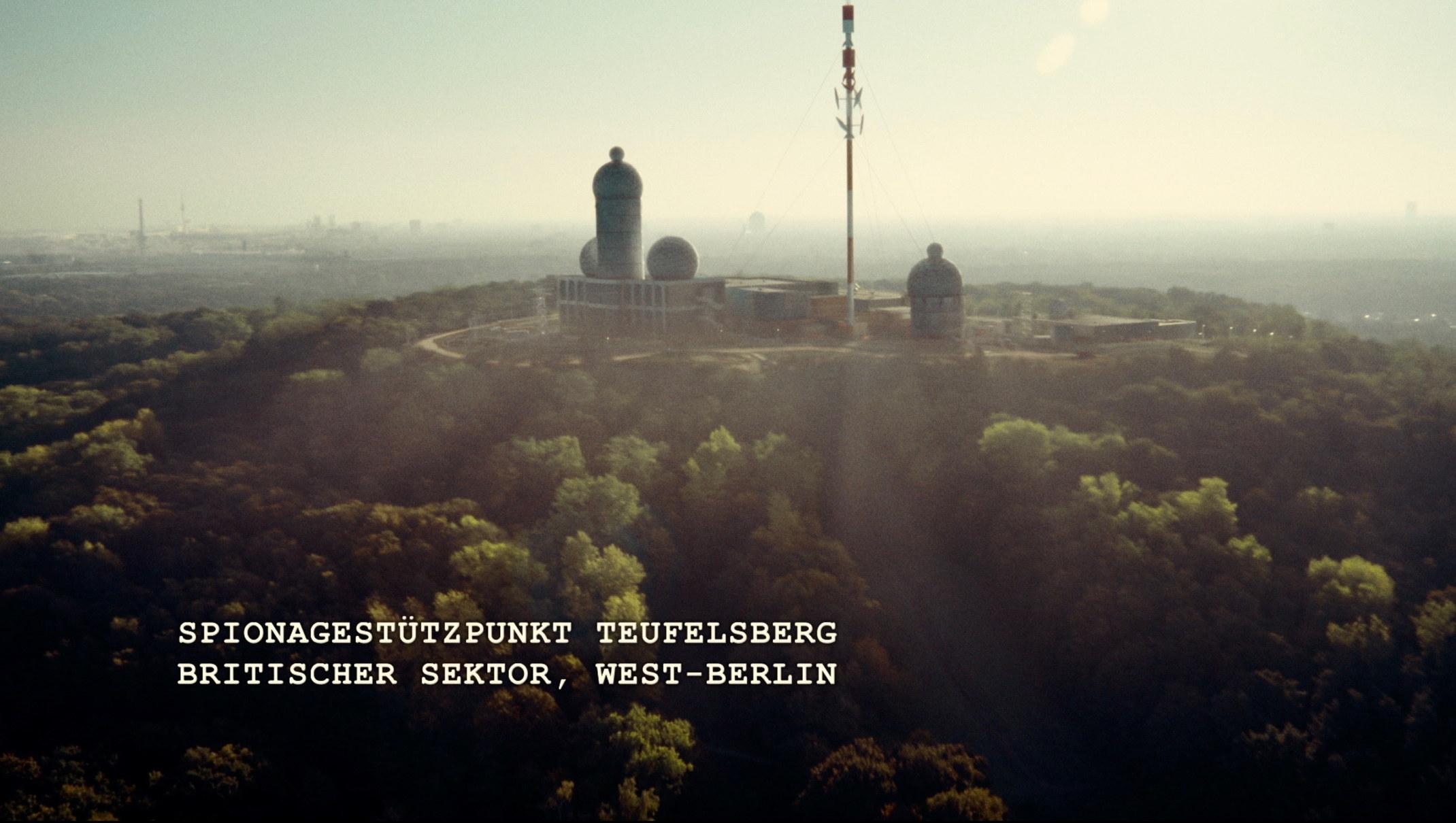 the same sky - Der Gleiche Himmel - Regie Oliver Hirschbiegel - Kamera Judith Kaufmann - Spionagestützpunkt Teufelsberg- Britischer Sektor - West-Berlin