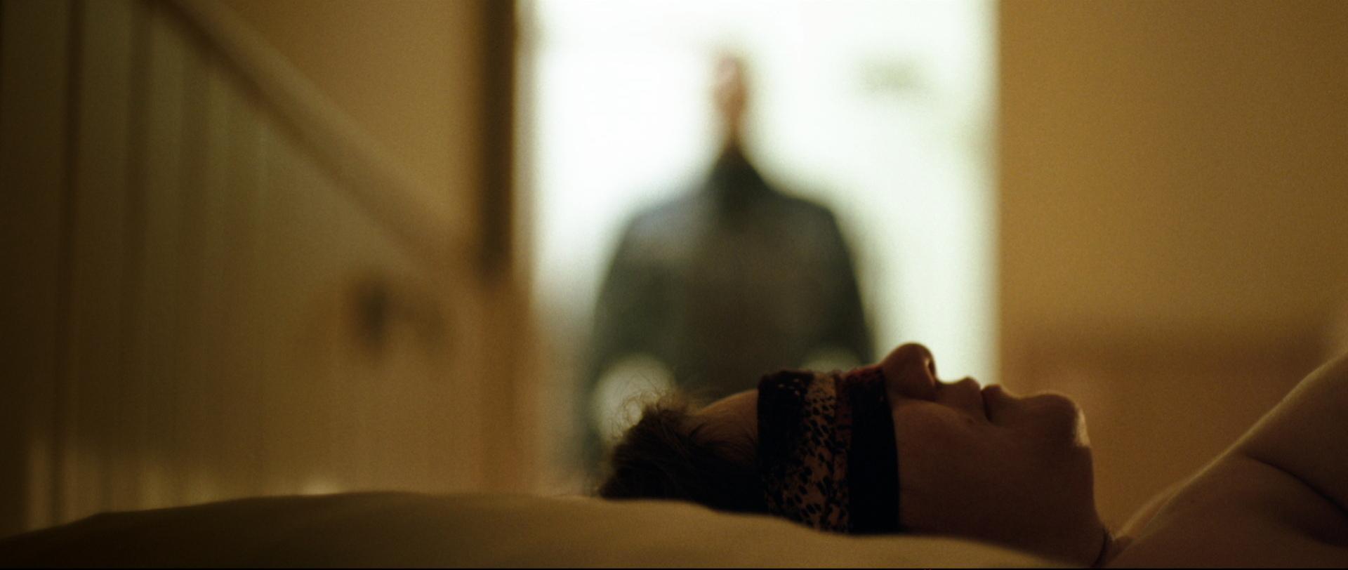 Traumland - Dreamland - Rolf bei der Prostituierten Mia - Regie Petra Volpe - Kamera Judith Kaufmann