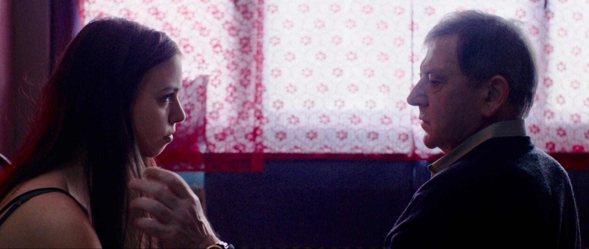 Traumland - Dreamland - Mia (Luna Mijovic) und Rolf (André Jung) - Regie Petra Volpe - Kamera Judith Kaufmann