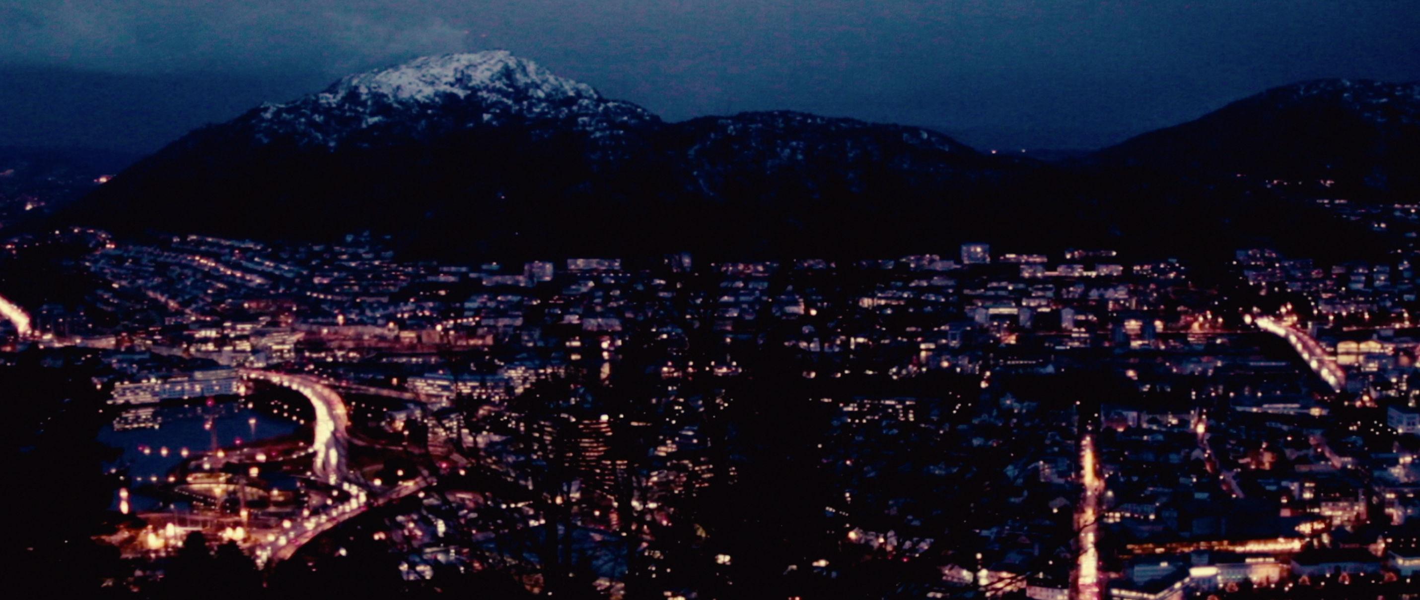 Zwei Leben - Two Lives - Bergen bei Nacht - Regie Georg Maas - Regie und Kamera Judith Kaufmann