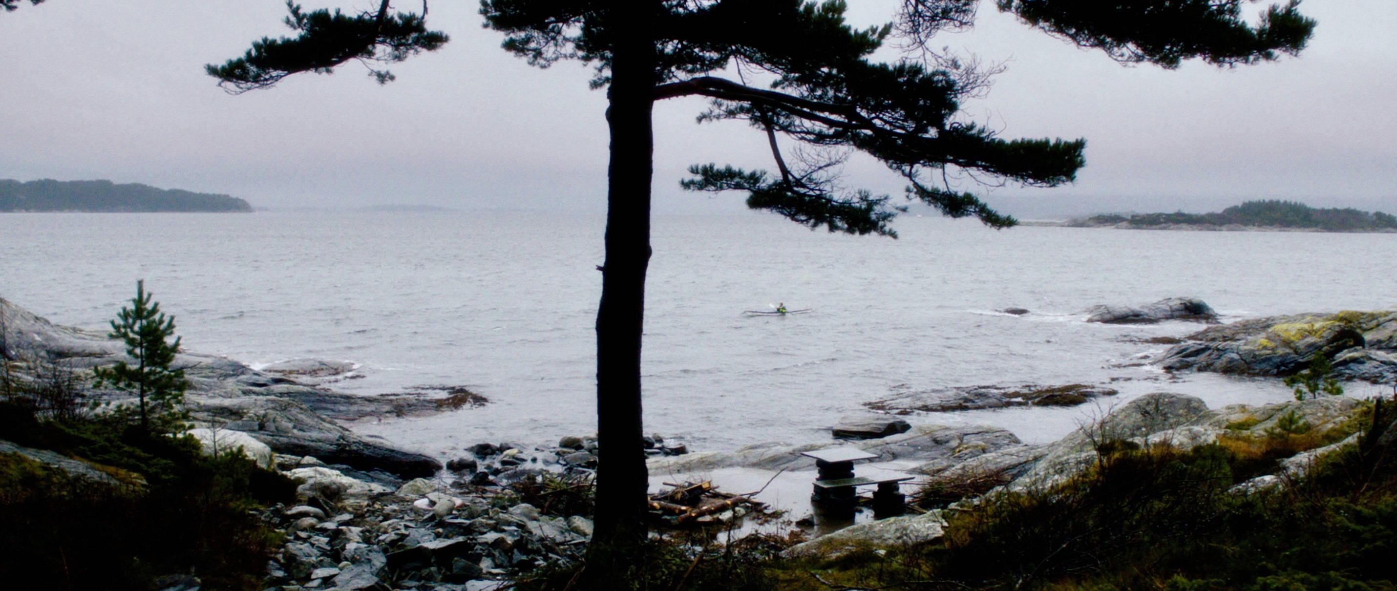 Zwei Leben - Two Lives - Katrine im Kanu auf dem Meer - Regie Georg Maas - Regie und Kamera Judith Kaufmann
