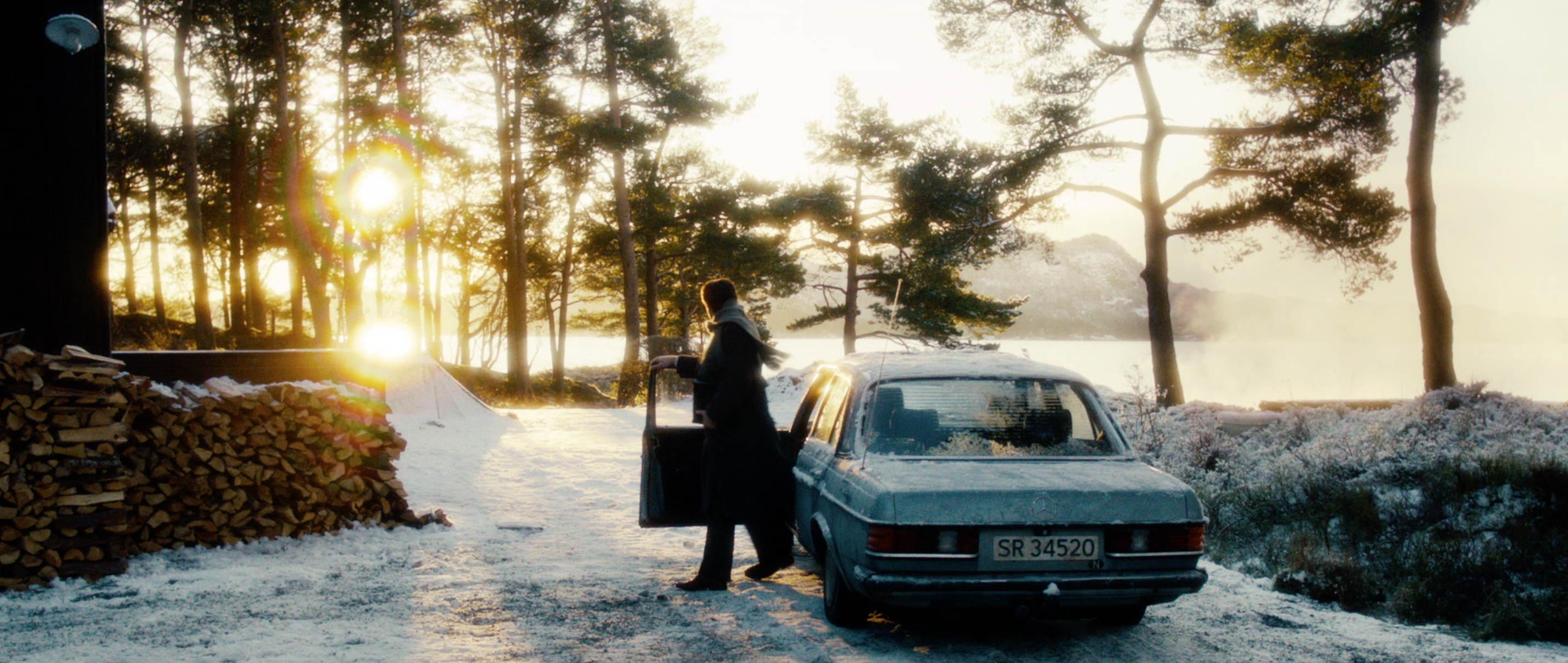Zwei Leben - Two Lives - Katrine im verschneiten Wald - Regie Georg Maas - Regie und Kamera Judith Kaufmann