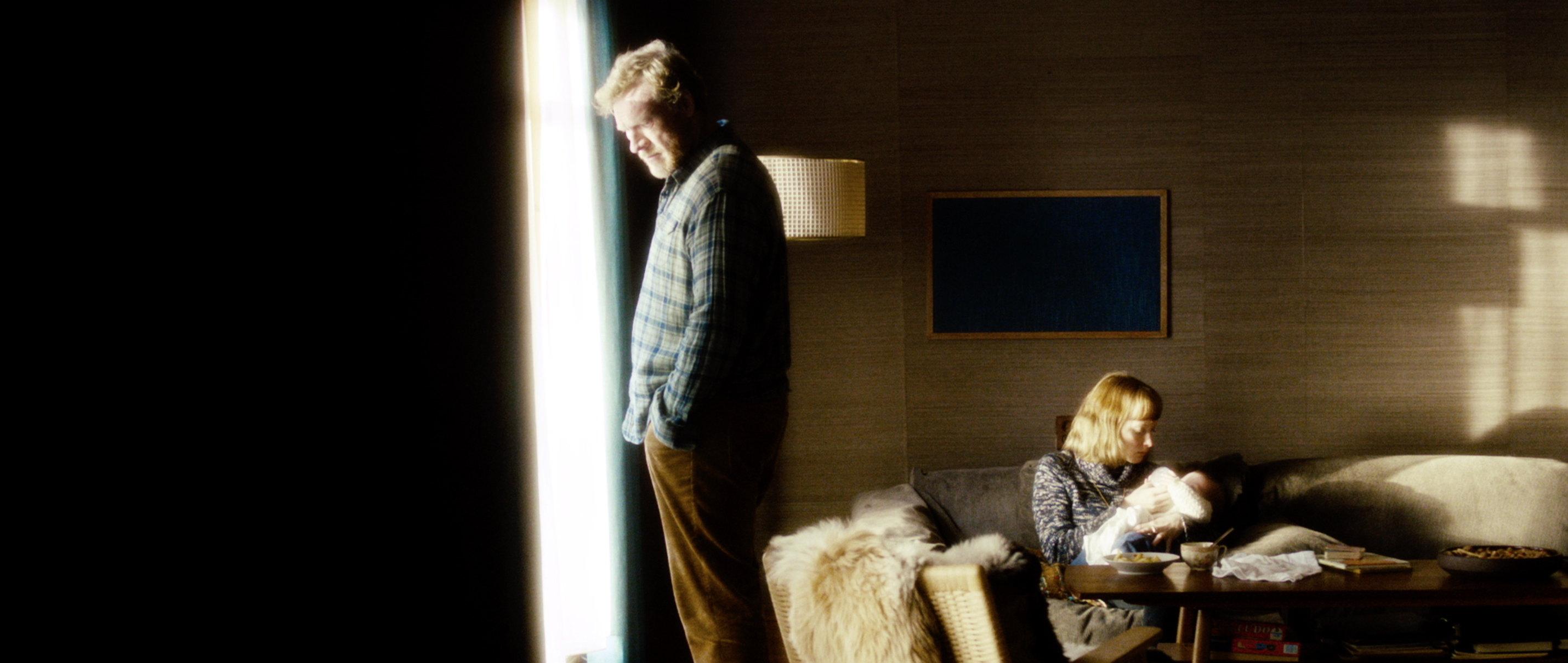 Zwei Leben - Two Lives - Katrines Mann Bjarte mit Tochter Anne - Regie Georg Maas - Regie und Kamera Judith Kaufmann